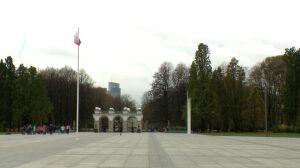 """Wojewoda przejmuje plac Piłsudskiego. """"Może chodzić o pomniki smoleńskie"""""""
