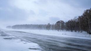 Drogi na ogół będą suche. We wschodnich regionach spadnie m.in. śnieg