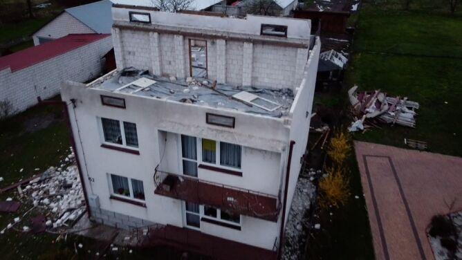 """""""Zobaczyłem, że na mieszkaniu dachu nie ma. <br />Wyszedłem na drugą stronę, patrzę, stodoły już nie ma"""""""