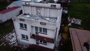 """""""Zobaczyłem, że na mieszkaniu dachu nie ma. Wyszedłem na drugą stronę, patrzę, stodoły już nie ma"""""""
