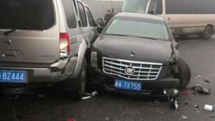 Kilkadziesiąt aut zderzyło się na autostradzie. Wszystko przez katastrofalnie gęsty smog